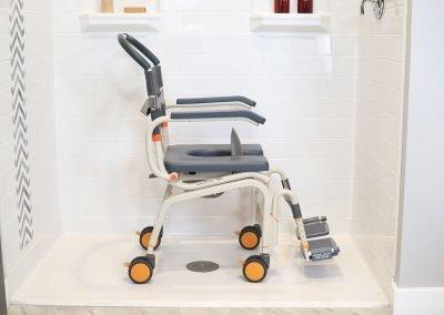 Roll-InBuddy Lite SB6c in shower