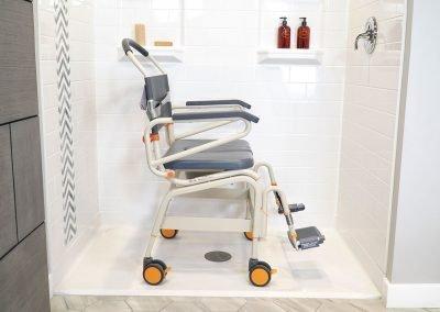 Roll-InBuddy XXL SB6c-26 in shower